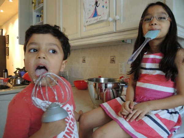 kids licking frosting